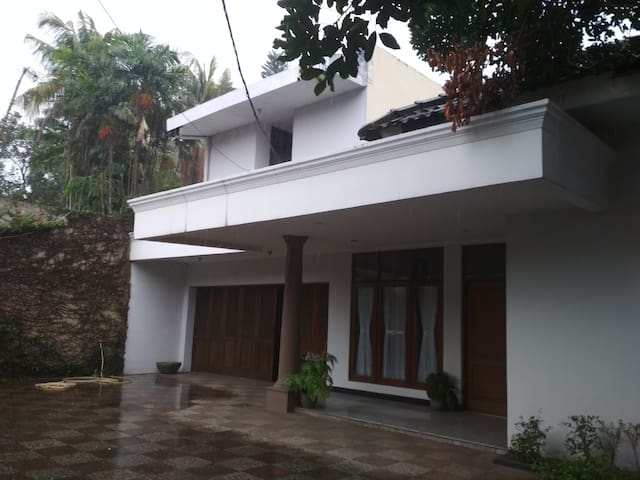 White Lili's House, rumah penuh kenangan...