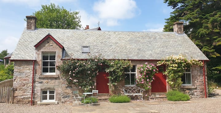 Rose Cottage - a cosy getaway for two - now open!