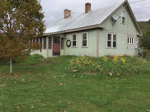 Historic 1840 Restored Cape Farmhouse