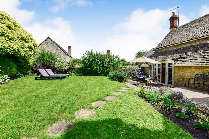 Cotswold Cottage, Coln St Aldwyns, Cotswolds