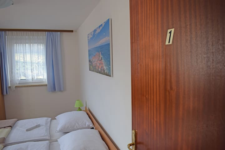 Private Rooms Jakše - 1st - Smarjeske Toplice - บ้าน