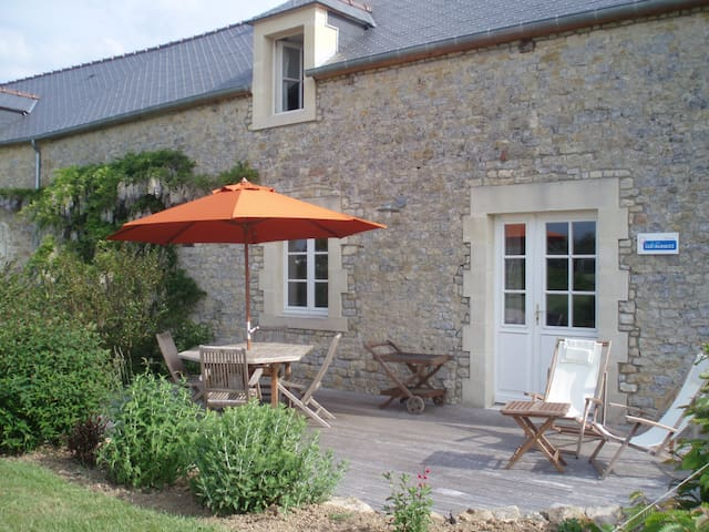 L'Etable: gîte de charme proche de Bayeux - Crouay - House