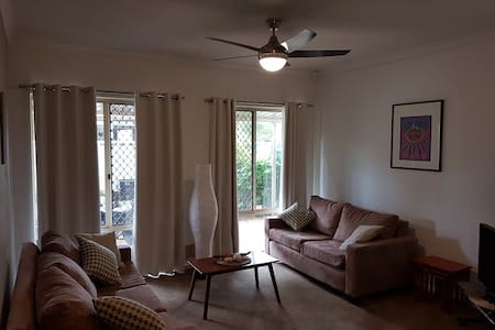Cosy, convenient, close to Swan river and Airport