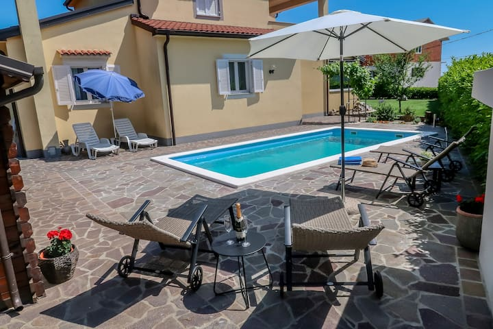 Apartment Vertel - with private pool and garden