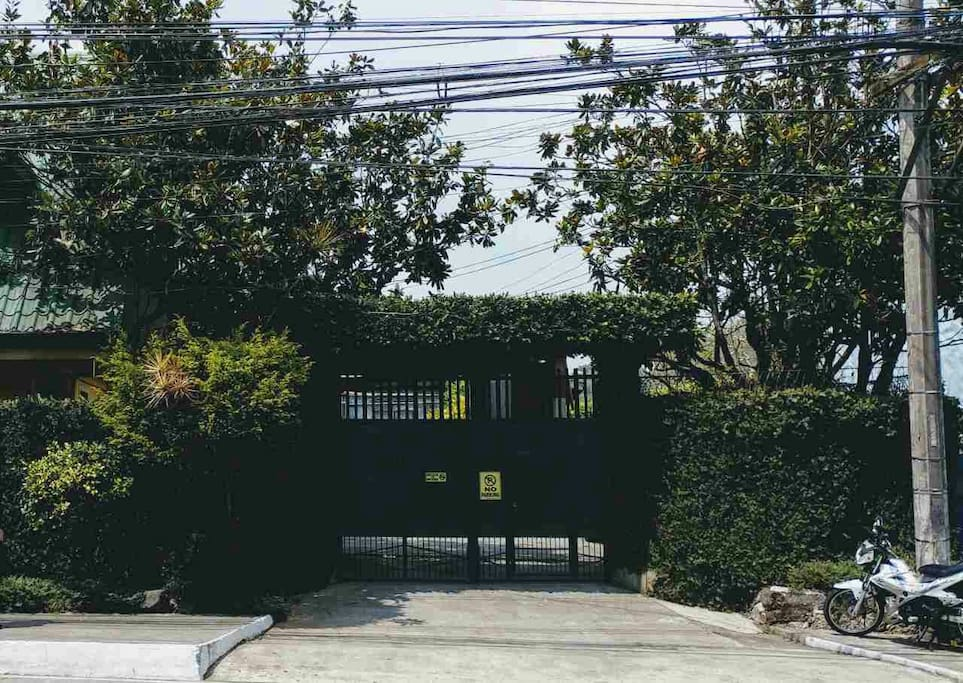 Gated house to make sure you and your belongings are safe