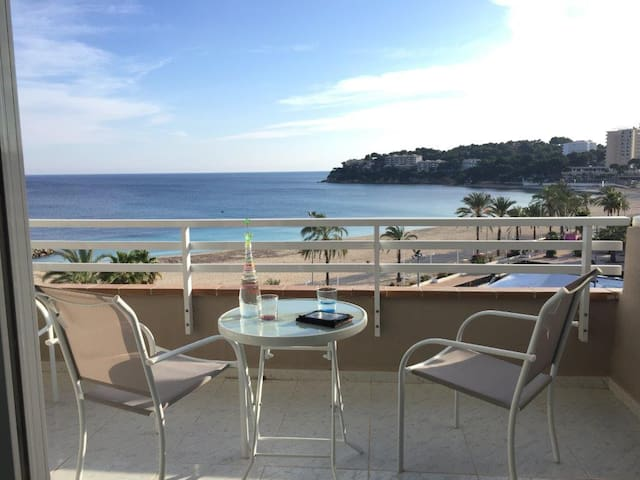 First line sea front apartment in Wave House - Calvià - Pis