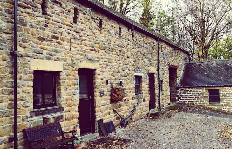 Hayloft Cottage, Shatton Hall