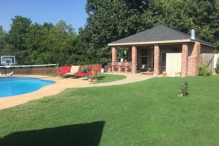 Private pool house with pool and massive grill - Fayetteville - Casa de camp