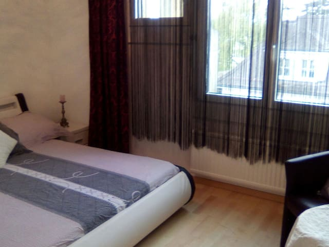 Room near Airport Zürich - Bassersdorf - Bed & Breakfast