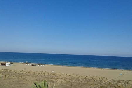 Beach-front Apartment. 2 bedrooms - Canet d'en Berenguer