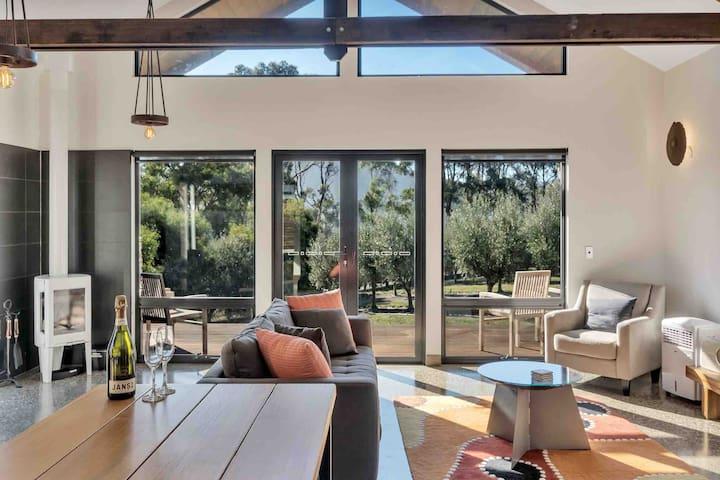 Villa Rochford. Rural stay amongst an Olive Grove.