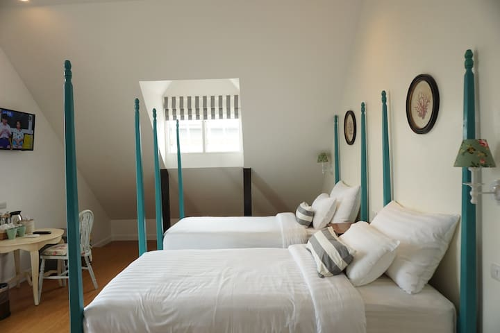 Nai Suan B&B-2 Bed Rooms with Breakfast 4 Persons