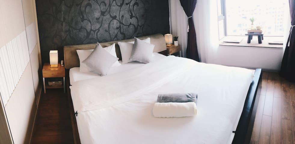 主卧,羽绒枕头,日贸水洗棉床品