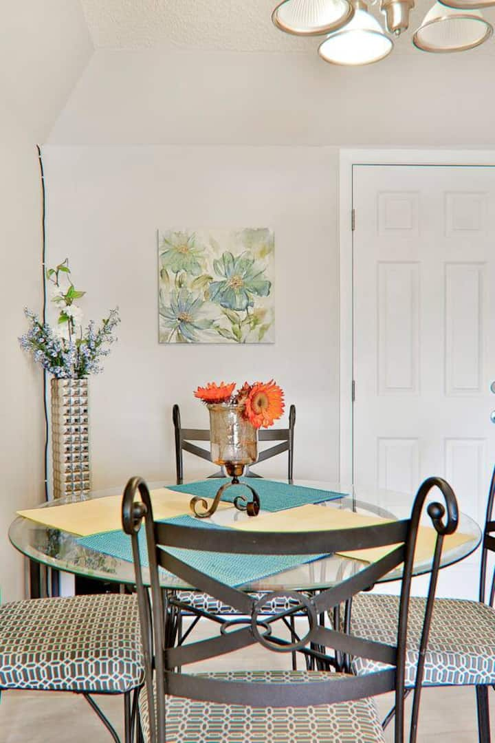 Room 1 ~ Papago House ~ Near Old Town!h