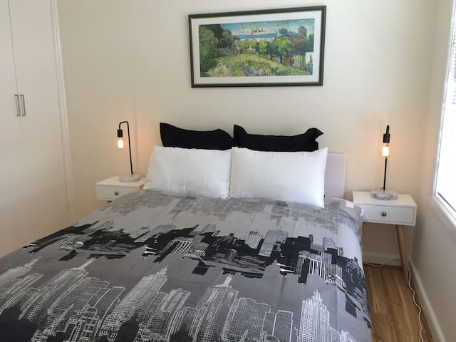 Apt near MCG/Rod Laver, w parking aircon&Netflix
