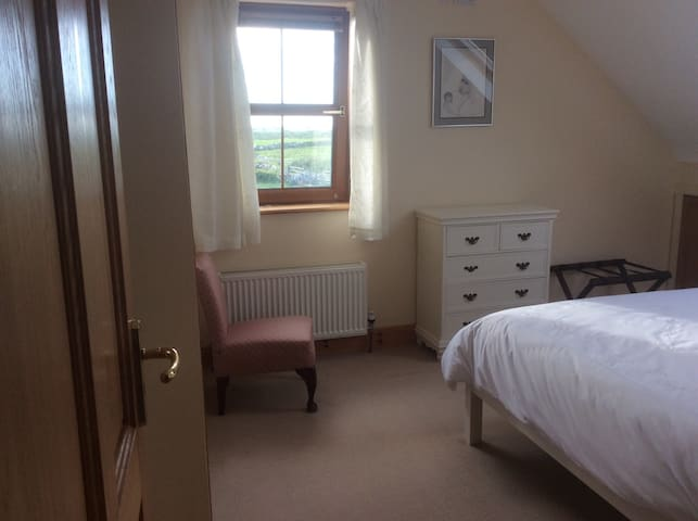 Marcella's Place - Ensuite double room(Ocean view)