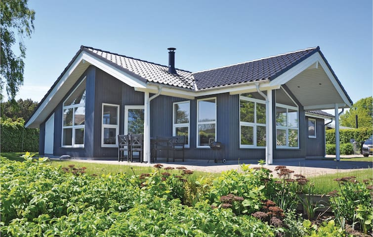 Holiday cottage with 3 bedrooms on 97 m² in Augustenborg