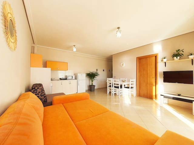 Amber, comfy apartment w/ Sea view, free Parking.