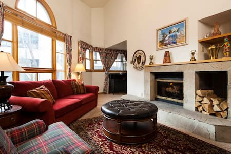 Vail Center Place #2 Located in the Heart of Vail! - Condominium