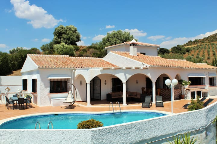 Luxurious Villa with stunning views & private pool