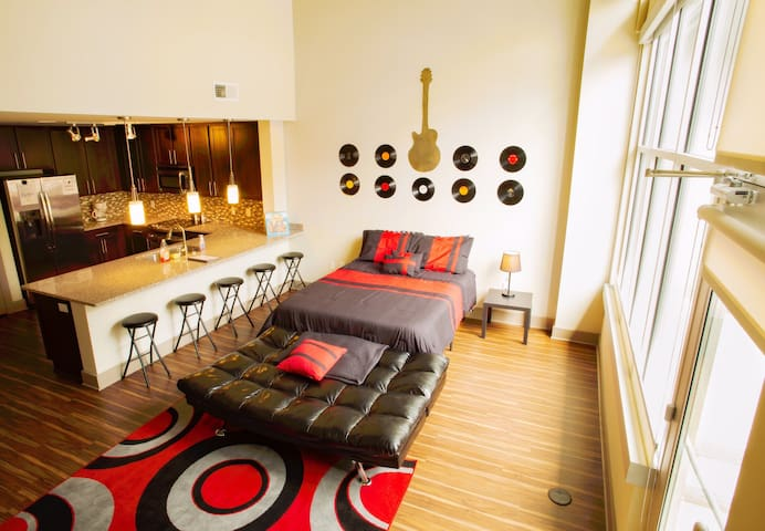"DOWNTOWN ""Vinyl Record"" LOFT! POOL + FREE PARKING!"