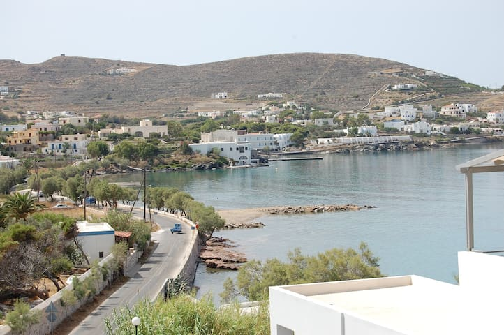 Top Floor Studio in Syros with Amazing Views - Finikas - Apartamento