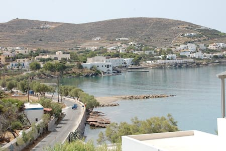 Top Floor Studio in Syros with Amazing Views - Finikas - Lejlighed