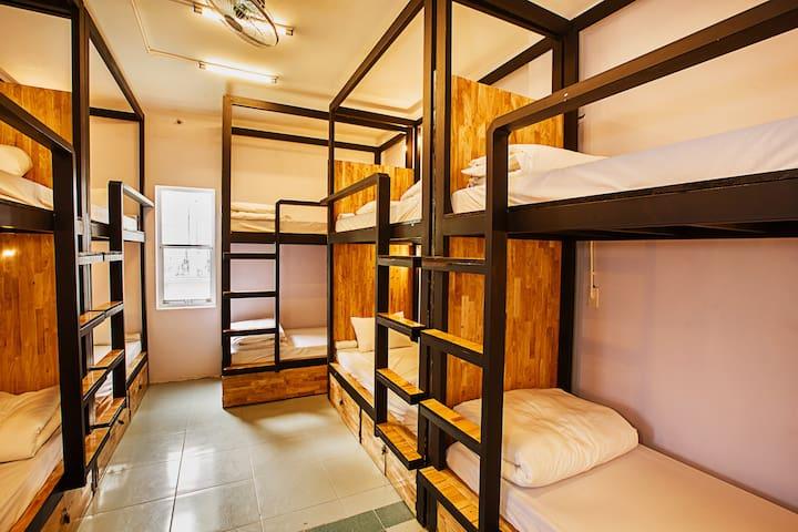 Mix 10 bed room (price per bed)