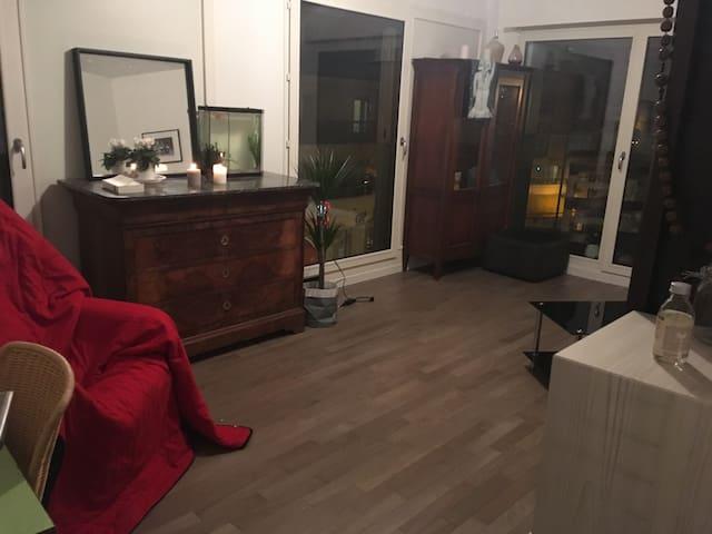 Chambre privée dans beau 3 pièces de 65 m2
