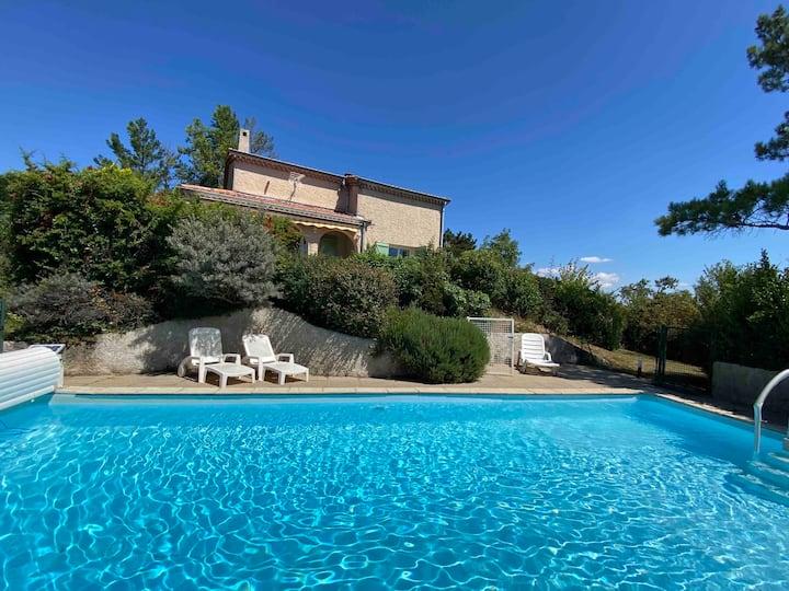 Grande Villa 6 pers piscine et cadre verdoyant