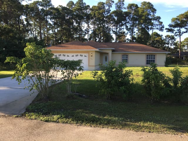 FLORIDA HOUSE WITH OPEN HEATED POOL - Lehigh Acres - Ház