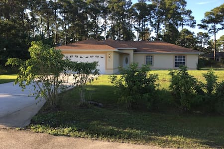 FLORIDA HOUSE WITH OPEN HEATED POOL - Lehigh Acres - Maison