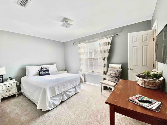 Quiet Townhome - Guest Room