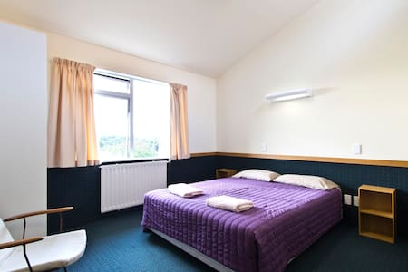 Queen Room with private bathroom - Whanganui