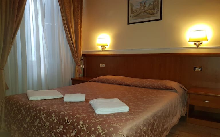Aristotele Double Room Private Bathroom