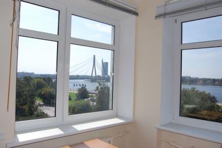Top floor 2 bed flat - River Views