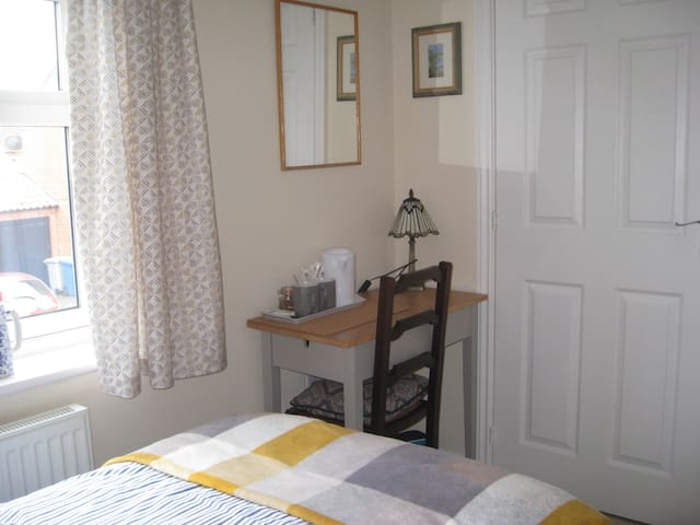 Bright twin ensuite room close to amenities.