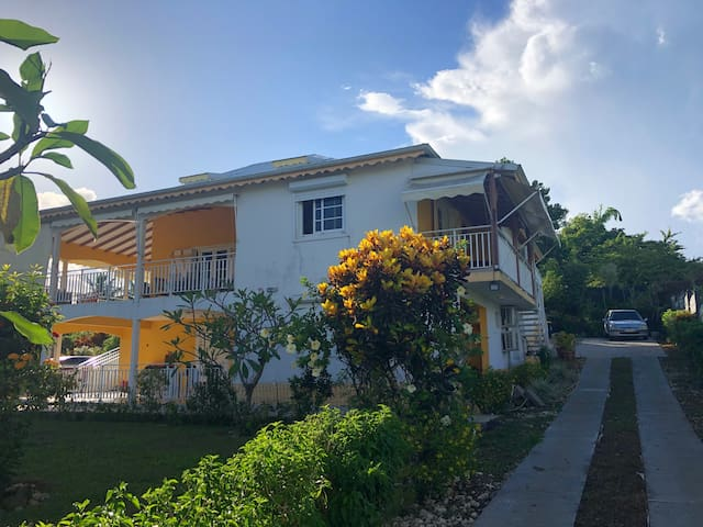 Haut de villa / Condominium, au coeur de l'île