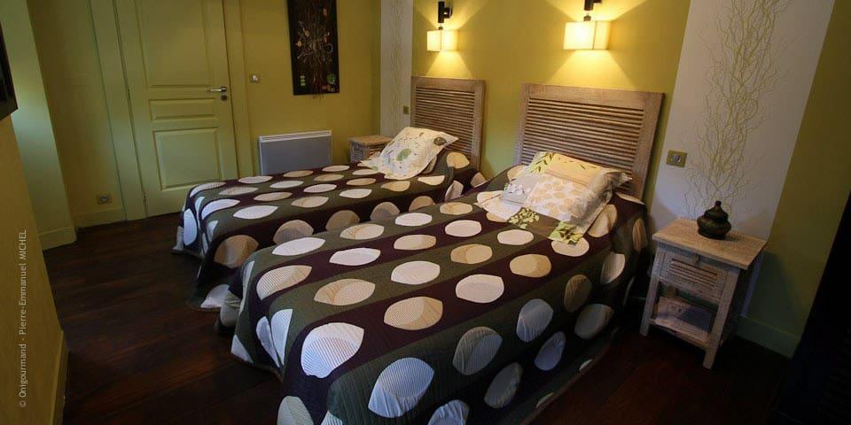 Suite familiale pour 3 : 2 chambres - Oloron-Sainte-Marie - Bed & Breakfast