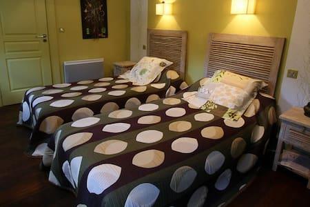 Suite familiale pour 3 : 2 chambres - Oloron-Sainte-Marie