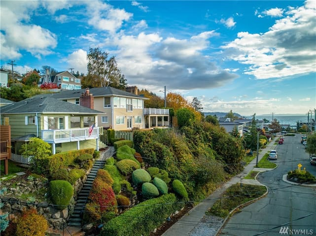 Basement Suite just blocks from Alki Beach!