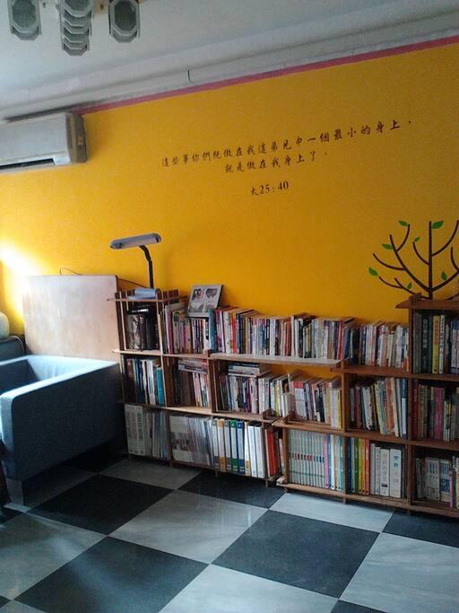 套房內閱讀區