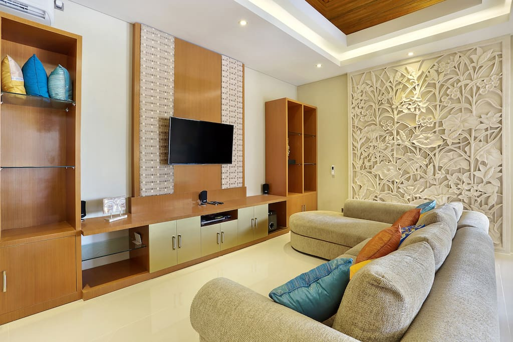 Airconditioned entertainment lounge