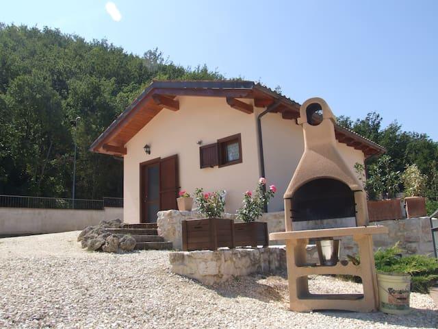 VALLEPRATA... IL RIFUGIO PERFETTO - Sellano - Mökki