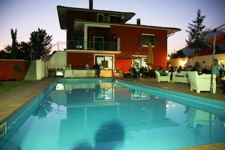 villa panoramica con piscina - Massa d'albe - Villa