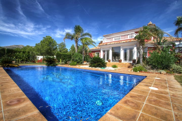 Superb Villa in the beautiful area - Miami Platja