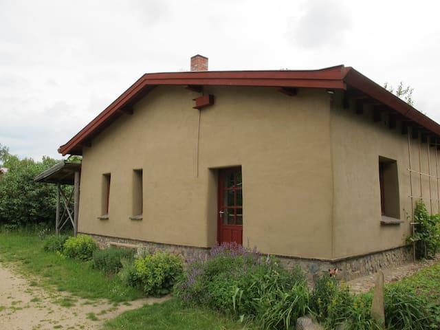 Lehmkloster, 5 Zimmer, 1 Küche/die ÖKO Unterkunft