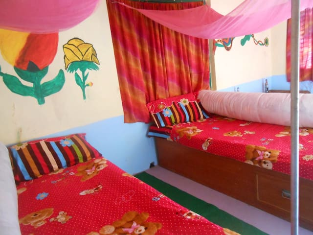 Happy family home stay :) - Sauraha - Casa
