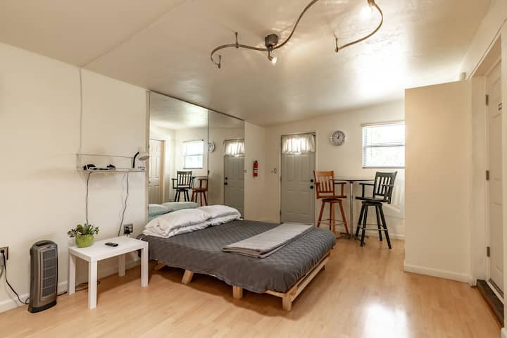 Cozy Studio Apartment Near ASU WiFi Parking HDTV
