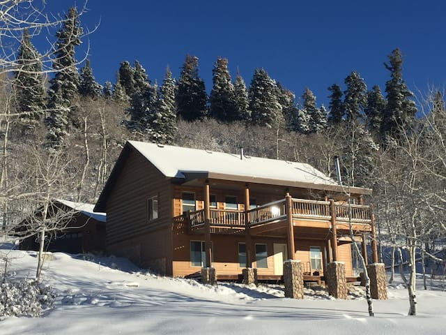 Tollgate Canyon Home sleeps 10 near Park City, UT